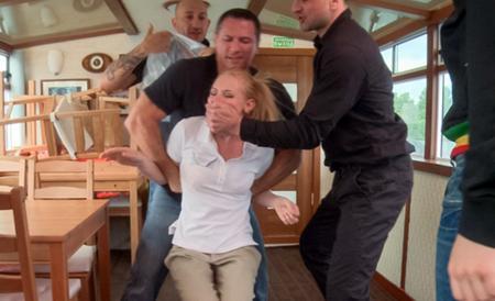 Четыре мужика отодрали молодую блондинку