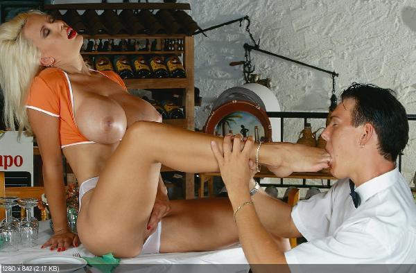 Порно фото целует ножки 6100 фотография