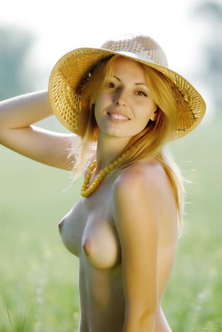 EroticBeauty: Alina Porter - Presenting 1