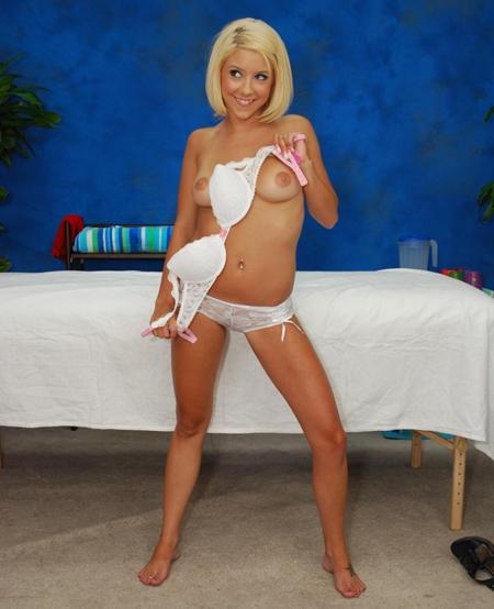 Секс с блондинкой во время массажа