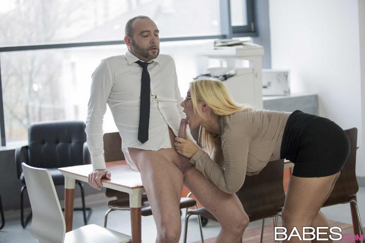 Becky boobs pee