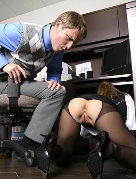 Секретарша помогла спустить тыл своему молодому начальнику